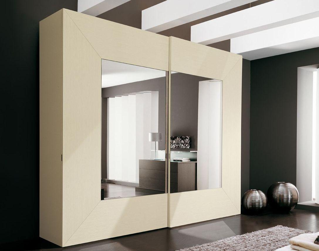 Шкаф-купе в интерьере современной квартиры