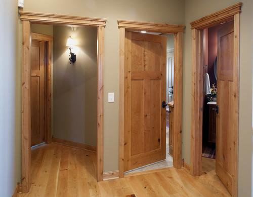 преимущества дверей из натурального дерева