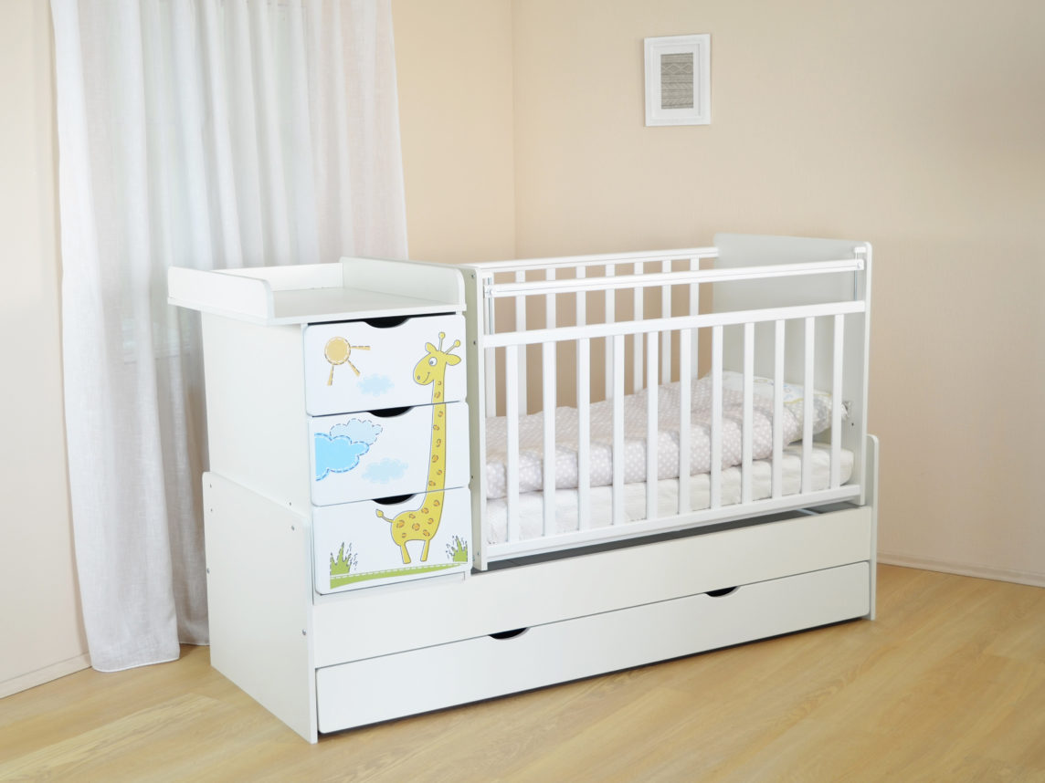 Детская мебель: выбор кроватки для малыша