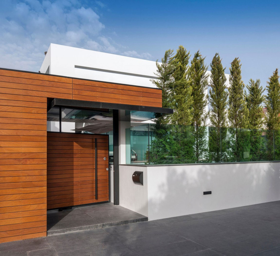 Modern-Family-House-By-Dolihos-Architects-1